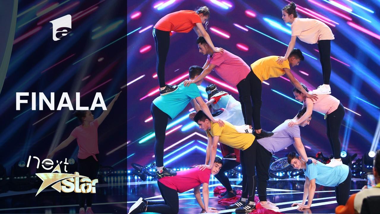 Finala Next Star - Sezonul 10: Școala Recea prezintă un moment de dans acrobatic