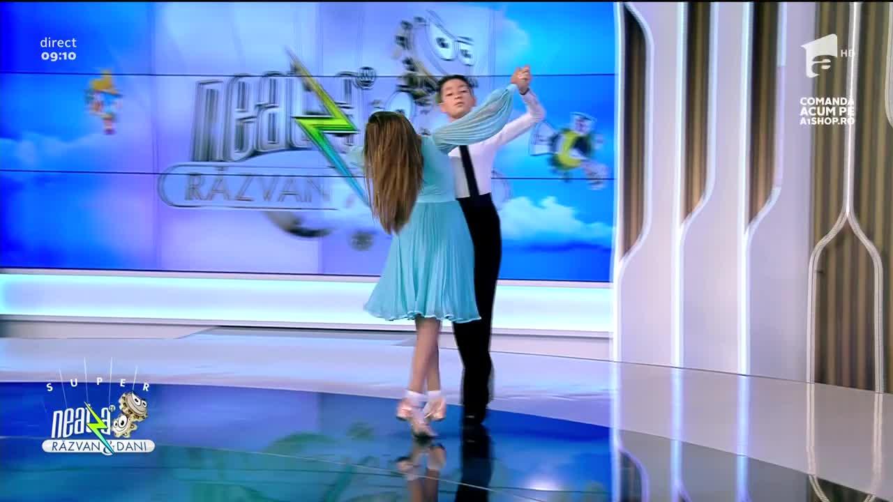 Super Neatza, 26 iulie 2021. Sașa Adnagy Danilov și Dominique Jianu. super dans în platou