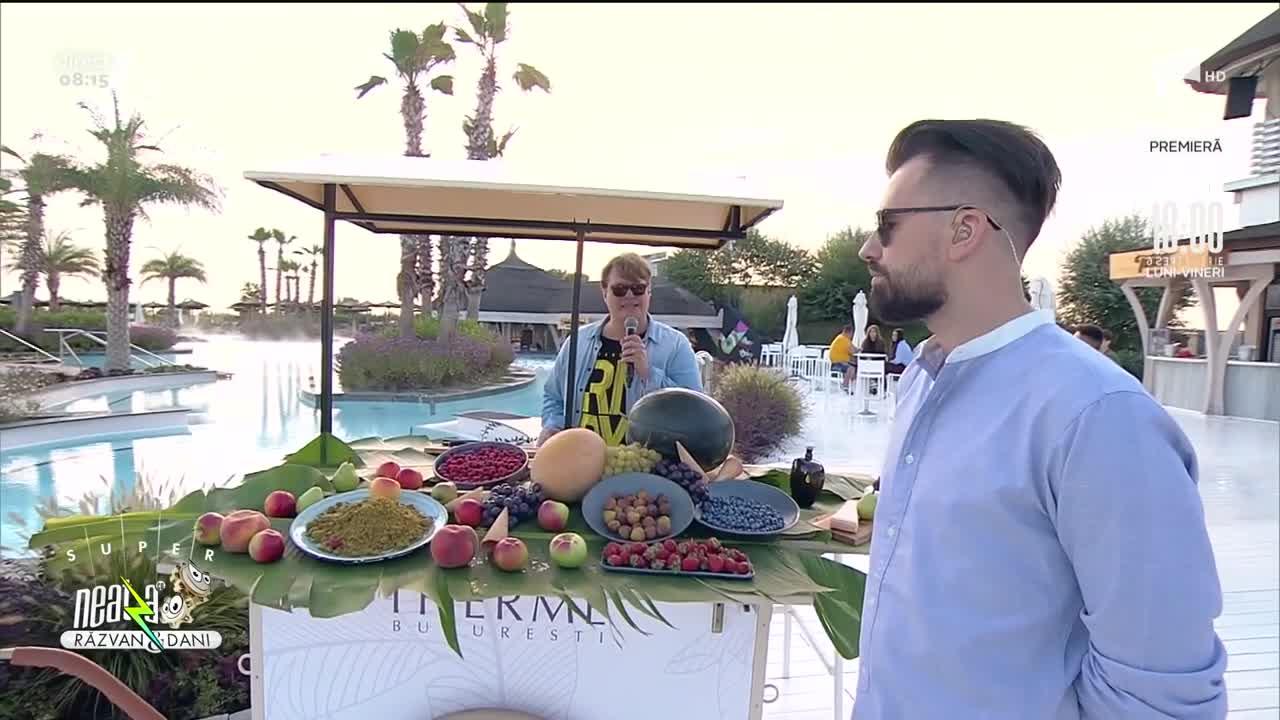 Super Neatza, 30 august 2021. Rețeta lui Vlăduț: Salată de fructe cu două tipuri de brânzeturi