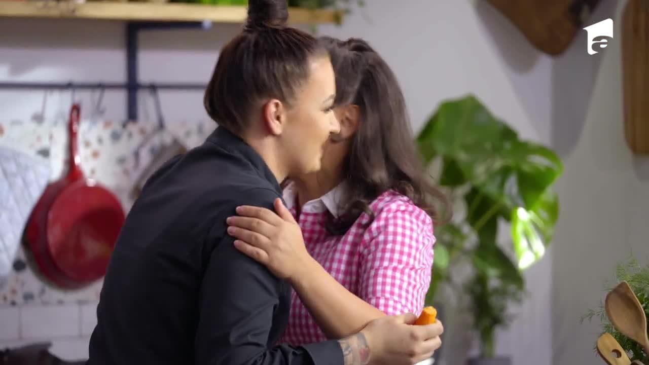 Hello Chef sezonul 2, 19 septembrie 2021. Roxana Blenche și Maria Popovici prepară piept de rață cu pară fiartă