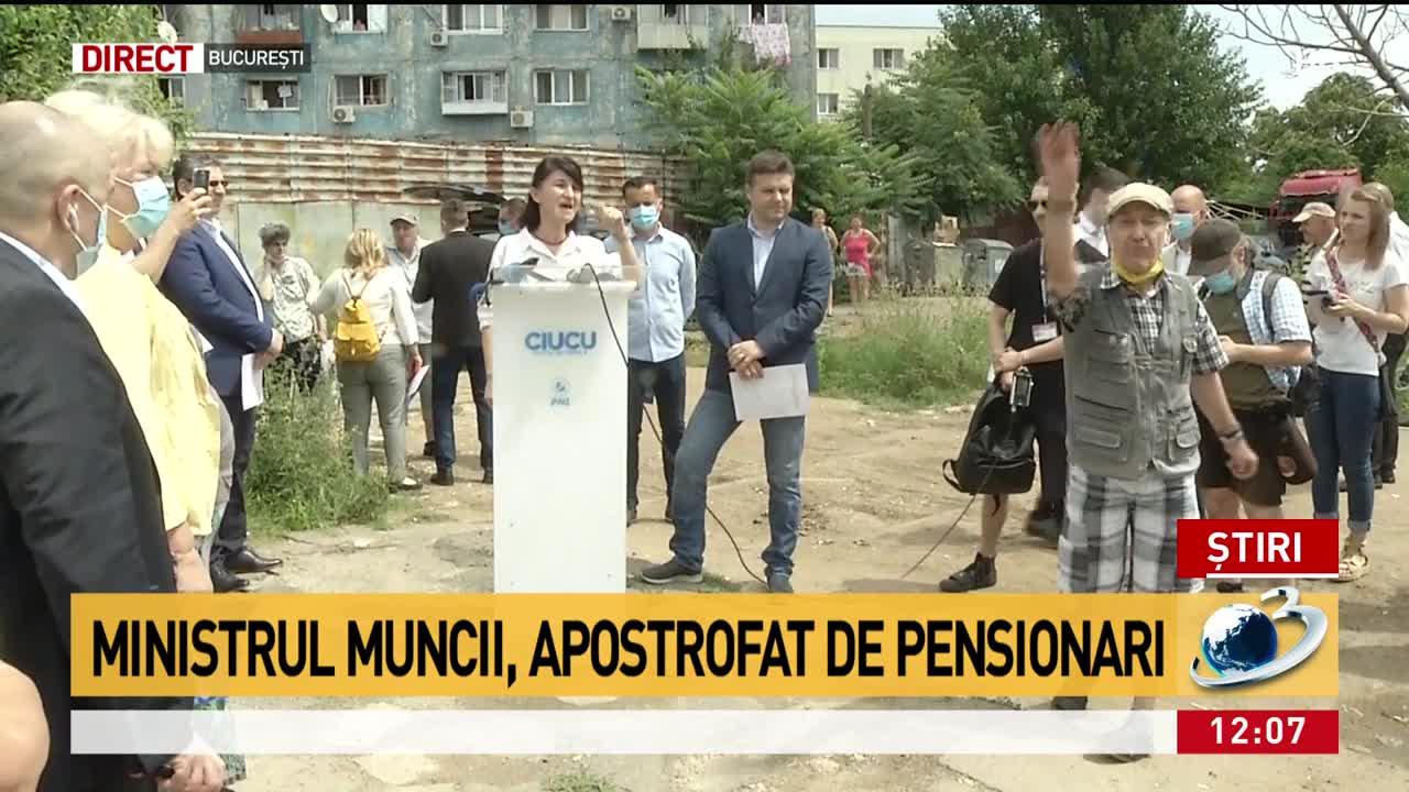 Scandal la conferința de presă a ministrului Muncii. Violeta Alexandru, apostrofată de pensionari - VIDEO