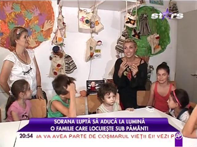 Şase copii trăiesc într-o sărăcie crâncenă în subsolul unui bloc! Cum a reuşit să le schimbe viaţa Sorana, fosta membră Asia?